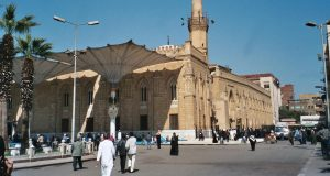 حقيقة رفع الأذان الشيعي داخل مسجد الحسين