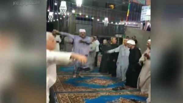 رد الأوقاف على رقص أفراد داخل مسجد