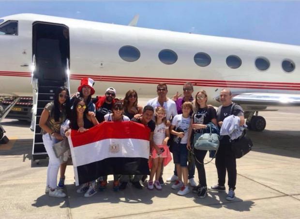 عمرو دياب يصطحب دينا الشربيني إلى روسيا