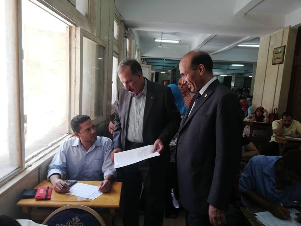 نائب رئيس جامعة الزقازيق يتفقد امتحانات التعليم المفتوح