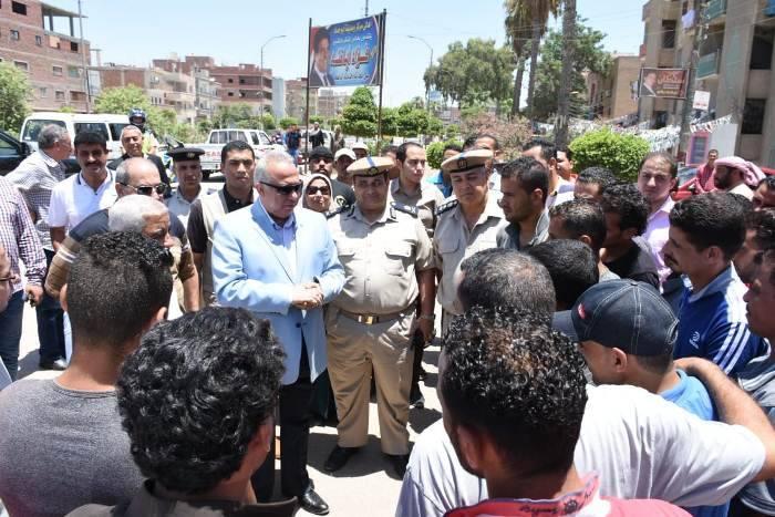 محافظ الشرقية يشدد علي سائقي أبو حماد الإلتزام بالتسعيرة