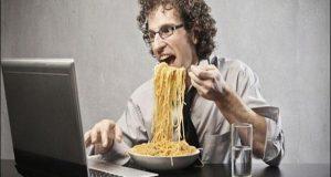 أطعمة تسبب قلة الإنتاج في العمل
