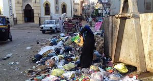 أهالي شارع وادي النيل بالزقازيق:مبنعرفش نصلي في المسجد بسبب القمامة