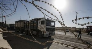 إسرائيل تمنع إدخال البضائع والأغذية إلى غزة