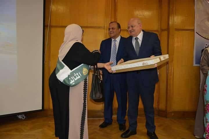 رئيس جامعة الزقازيق يشارك في احتفالية لتكريم الأمهات المثاليات والمحالين للمعاش بكلية الطب والمستشفيات9