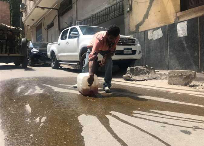 سائل أحمر يغمر تابوت الإسكندرية
