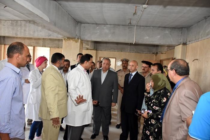 محافظ الشرقية يتفقد أعمال البناء بمستشفى القنايات