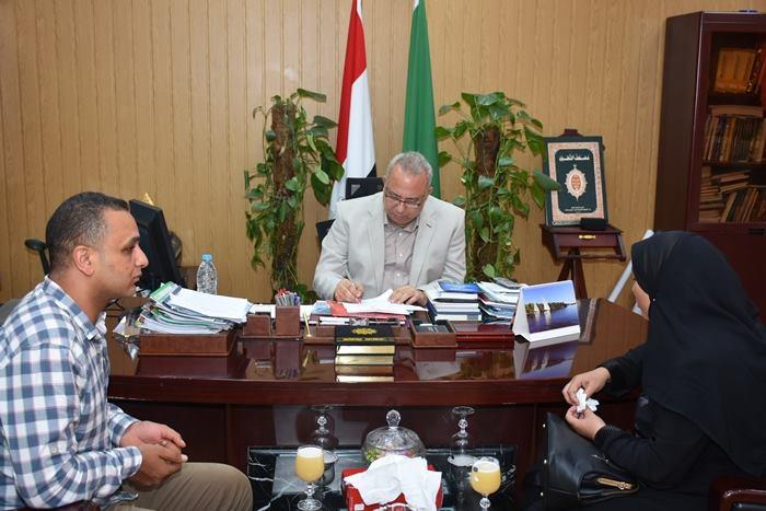 محافظ الشرقية يستقبل أسرة شهيد ديرب نجم ويقرر إطلاق اسمه على مدرسة