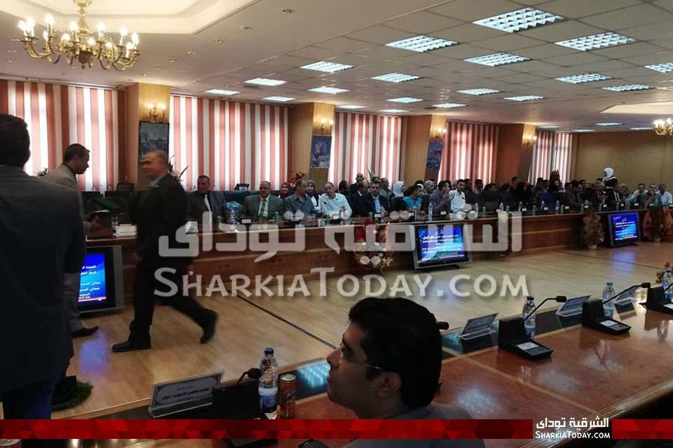 وزير القوى العاملة في الشرقية لتسليم 25 عقد عمل