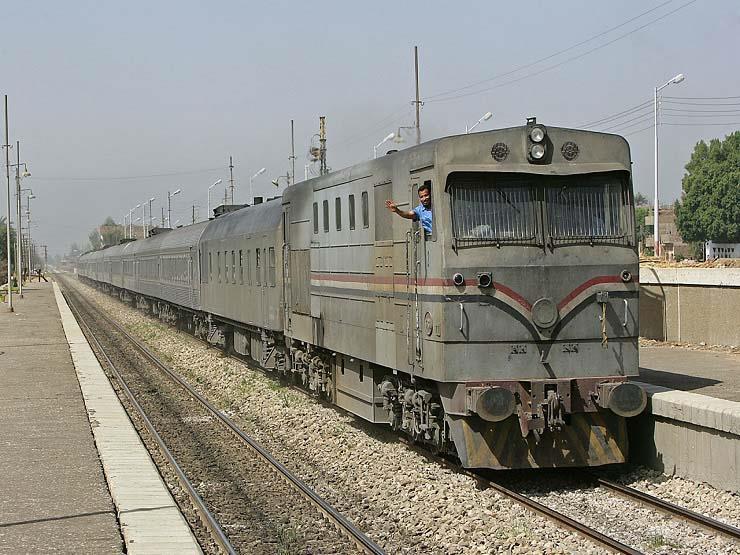 وقف سائق قطار توقف لشراء وجبة طعام