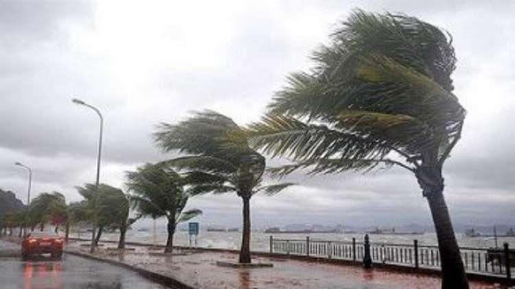 أمطار ورياح شديدة تضرب السعودية