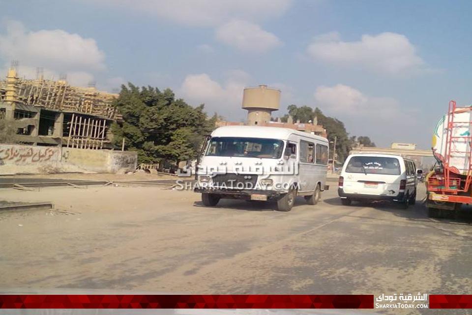استمرار أعمال رصف طريق الزقازيق أبوحماد