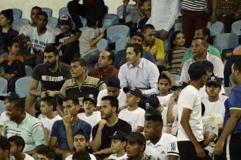 علاء مبارك يساند الإسماعيلي من المدرجات