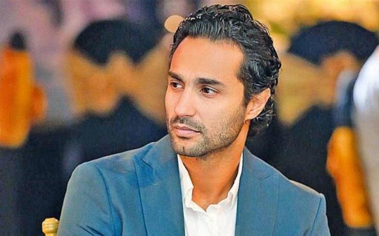 كريم فهمي يعلق على خطوبة شقيقه