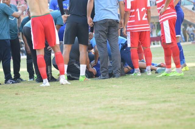 لاعب كرة قدم مصري يبلع لسانه