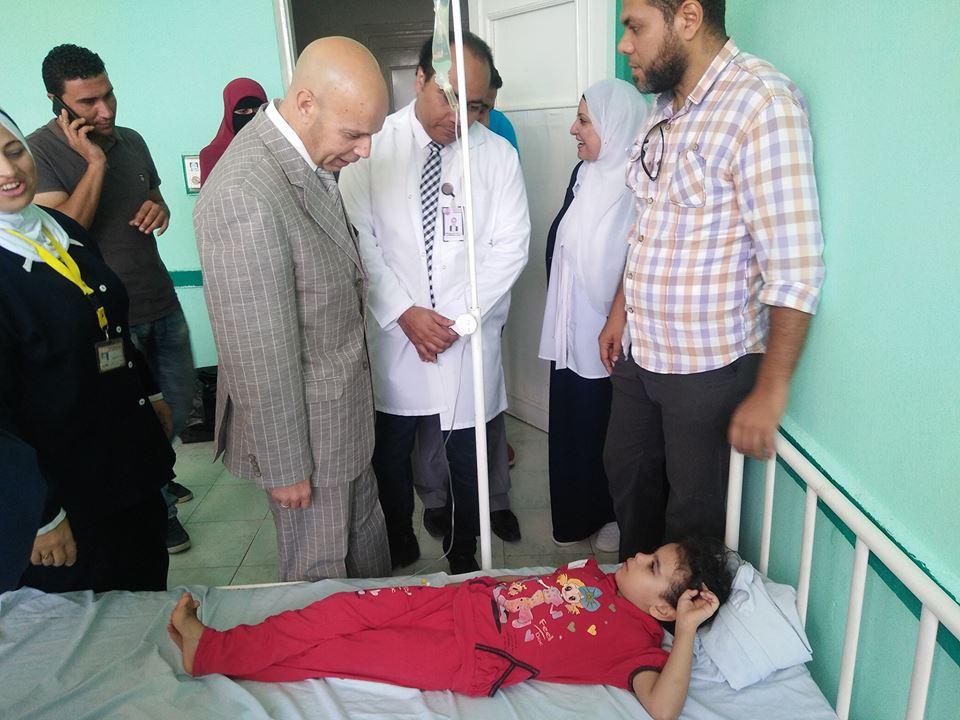 وزارة الصحة يطمئن على حالات النزلات المعوية بمستشفى الصالحية 33