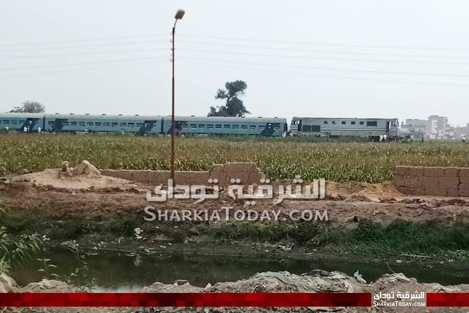 تعطل قطار القاهرة السويس أمام قرية النخيلي بأبوحماد