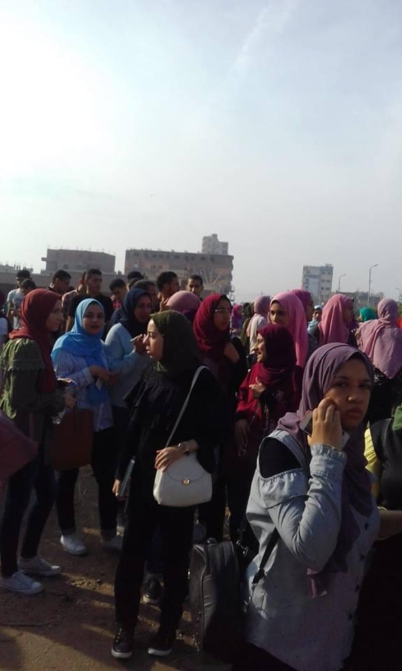 طلاب الجامعة في موقف ديرب نجم 8