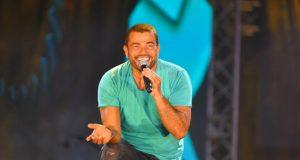 عمرو دياب يمازح جمهوره