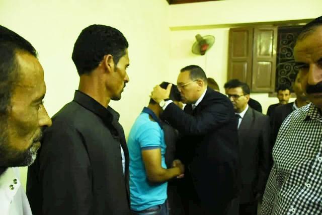محافظ الشرقيةيؤدي واجب العزاء بضحايا ديرب نجم