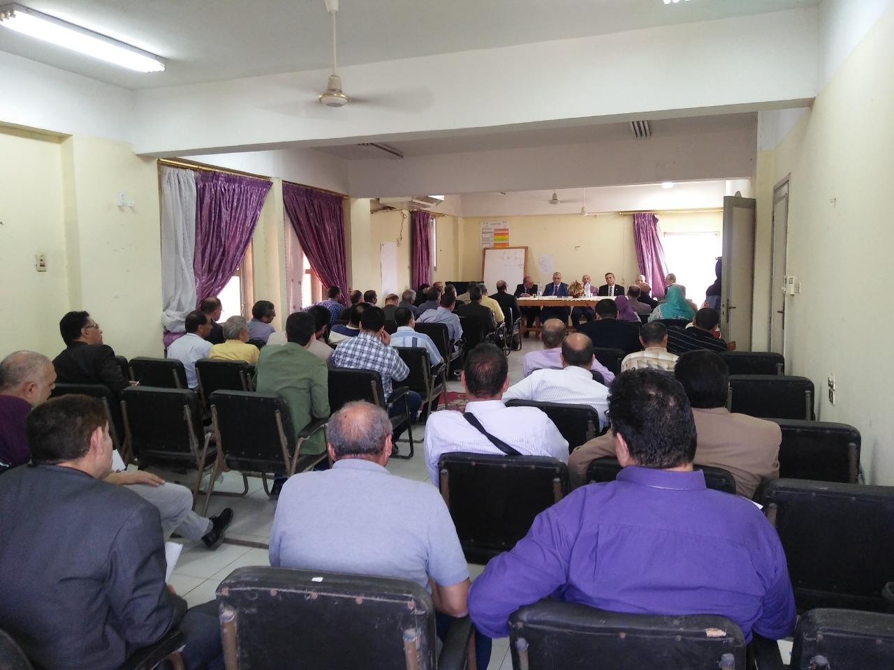 طارئ لمديري الإدارات الصحية ومدير المستشفيات بالمحافظة3