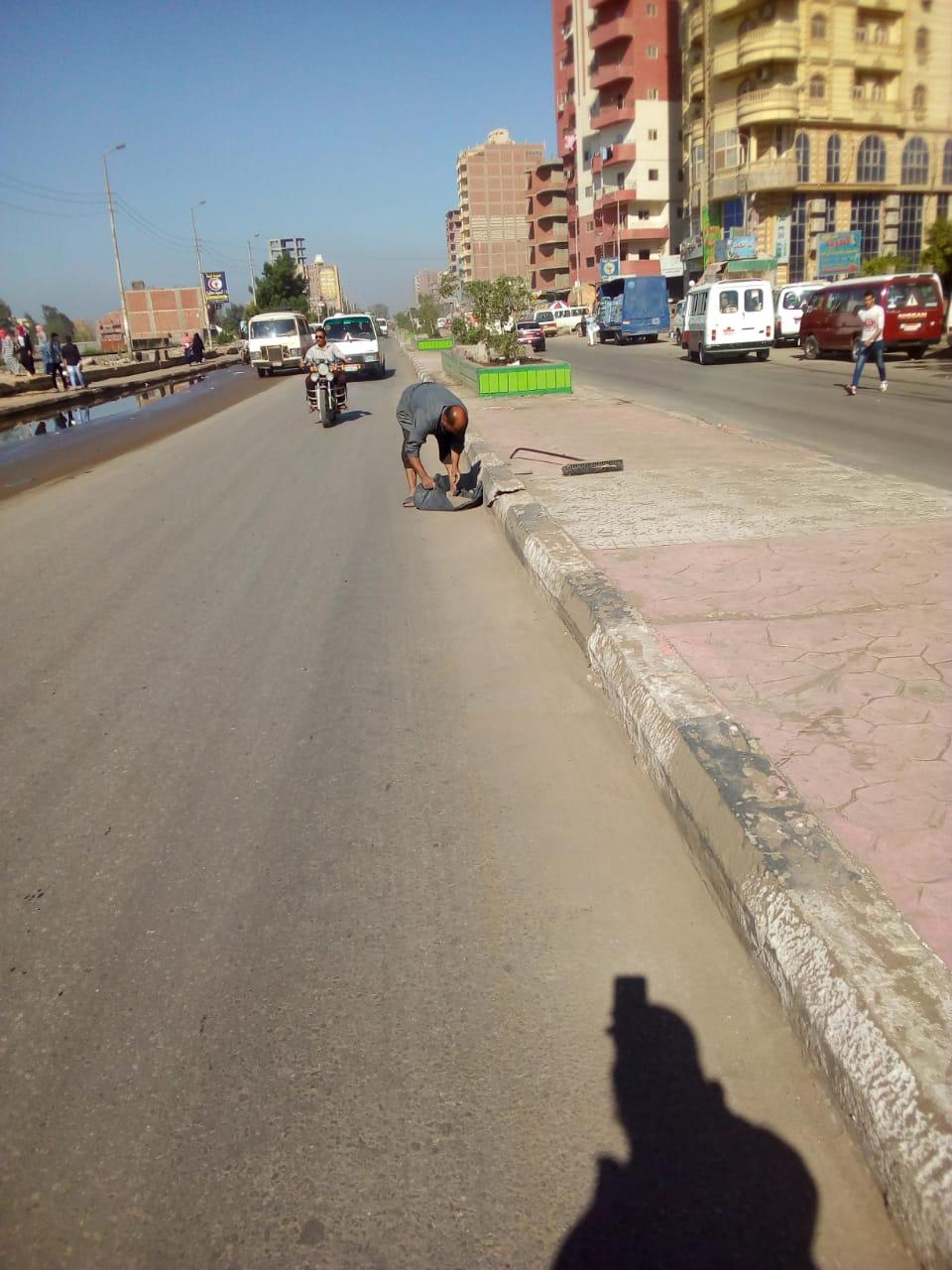 أعمال رفع مياه الأمطار من شوارع الزقازيق 2