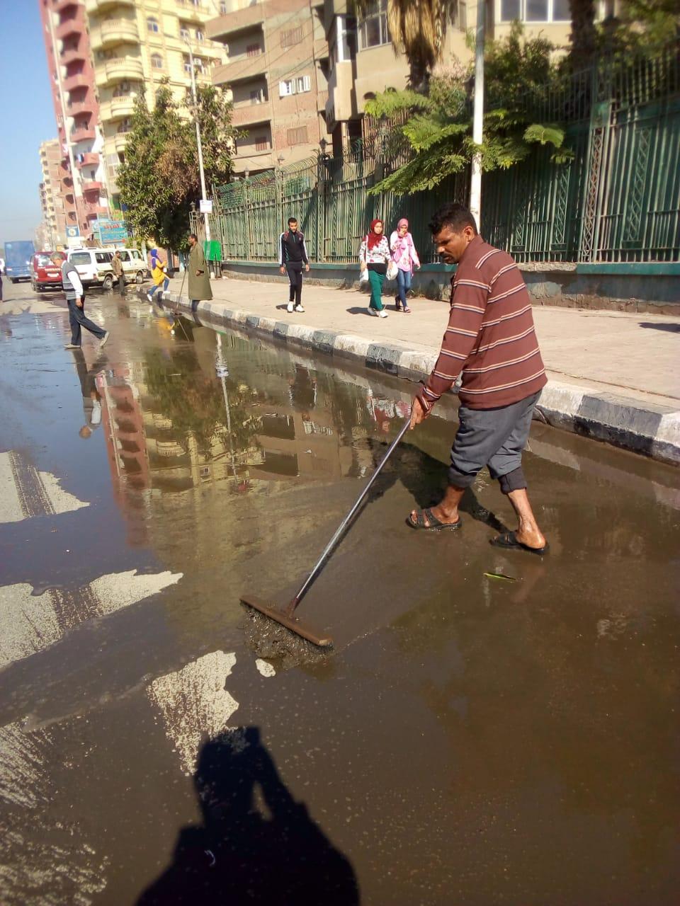 أعمال رفع مياه الأمطار من شوارع الزقازيق