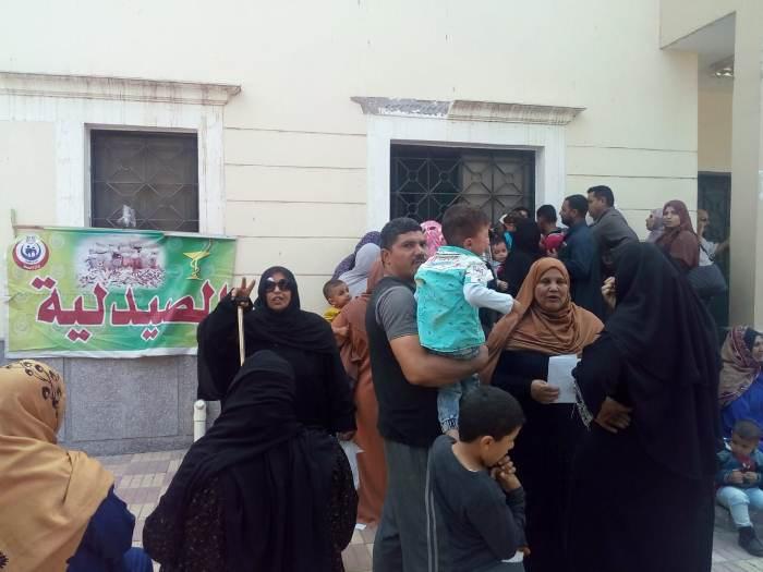 قافلة طبية مجانية وتوقيع الكشف الطبي على 2189 حالة بقرية الدوامة مركز فاقوس