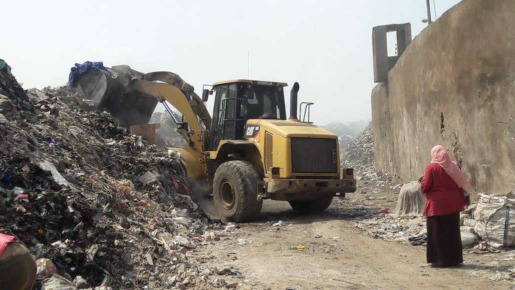 جهاز شئون البيئة بالشرقية يتابع مقالب القمامة العمومية