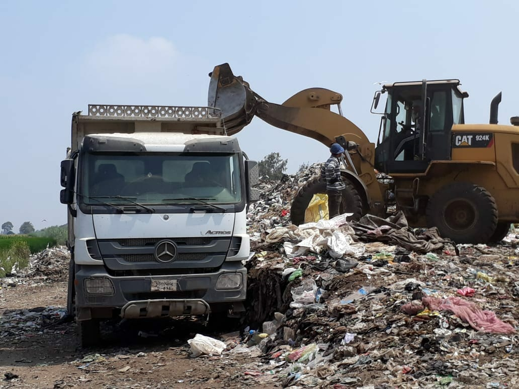 شئون البيئة بالشرقية يتابع مقالب القمامة العمومية0