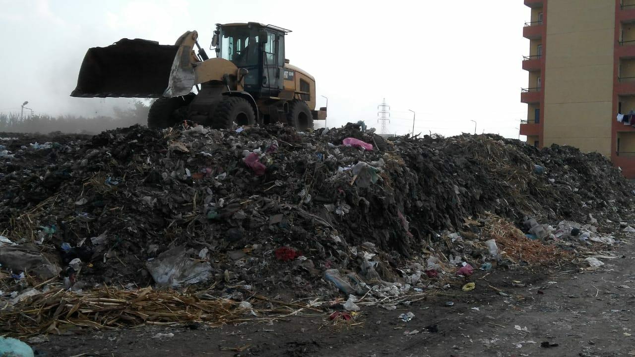 شئون البيئة بالشرقية يتابع مقالب القمامة العمومية45