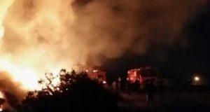 حريق هائل بمخزن قش الأرز بالشرقية