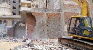 حملة مكبرة لإزالة مبنى مخالف في القومية بالزقازيق