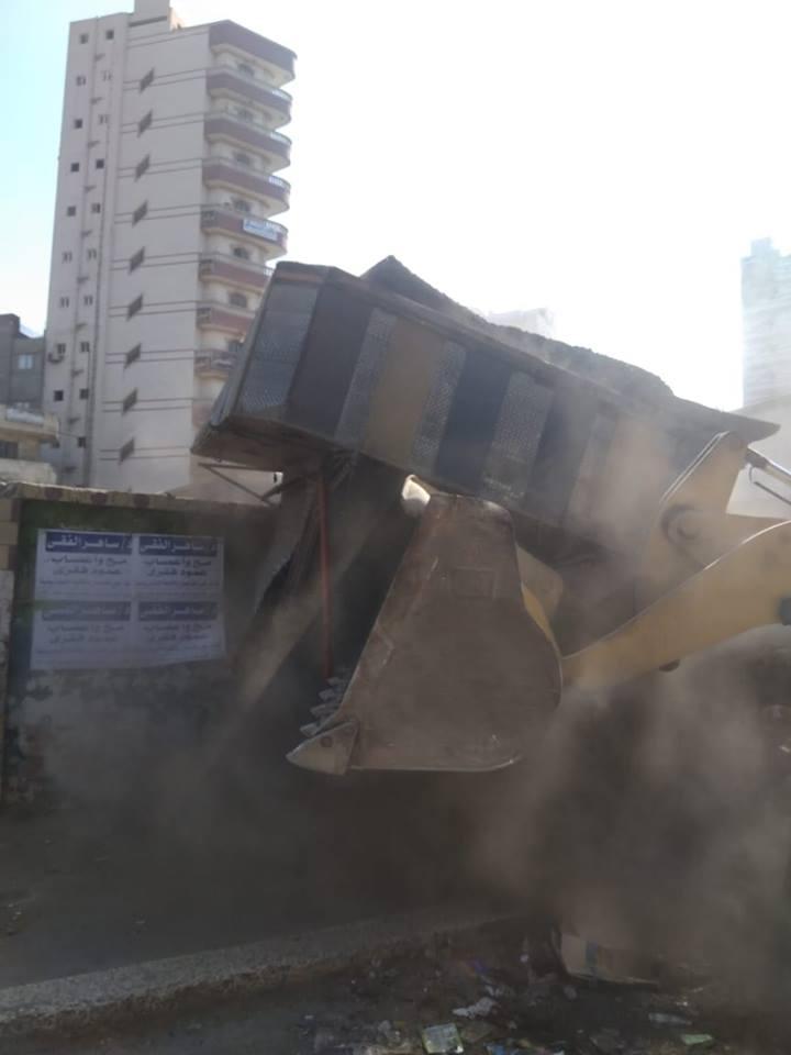 حي ثاني الزقازيق يشن حملة إزالات مكبرة