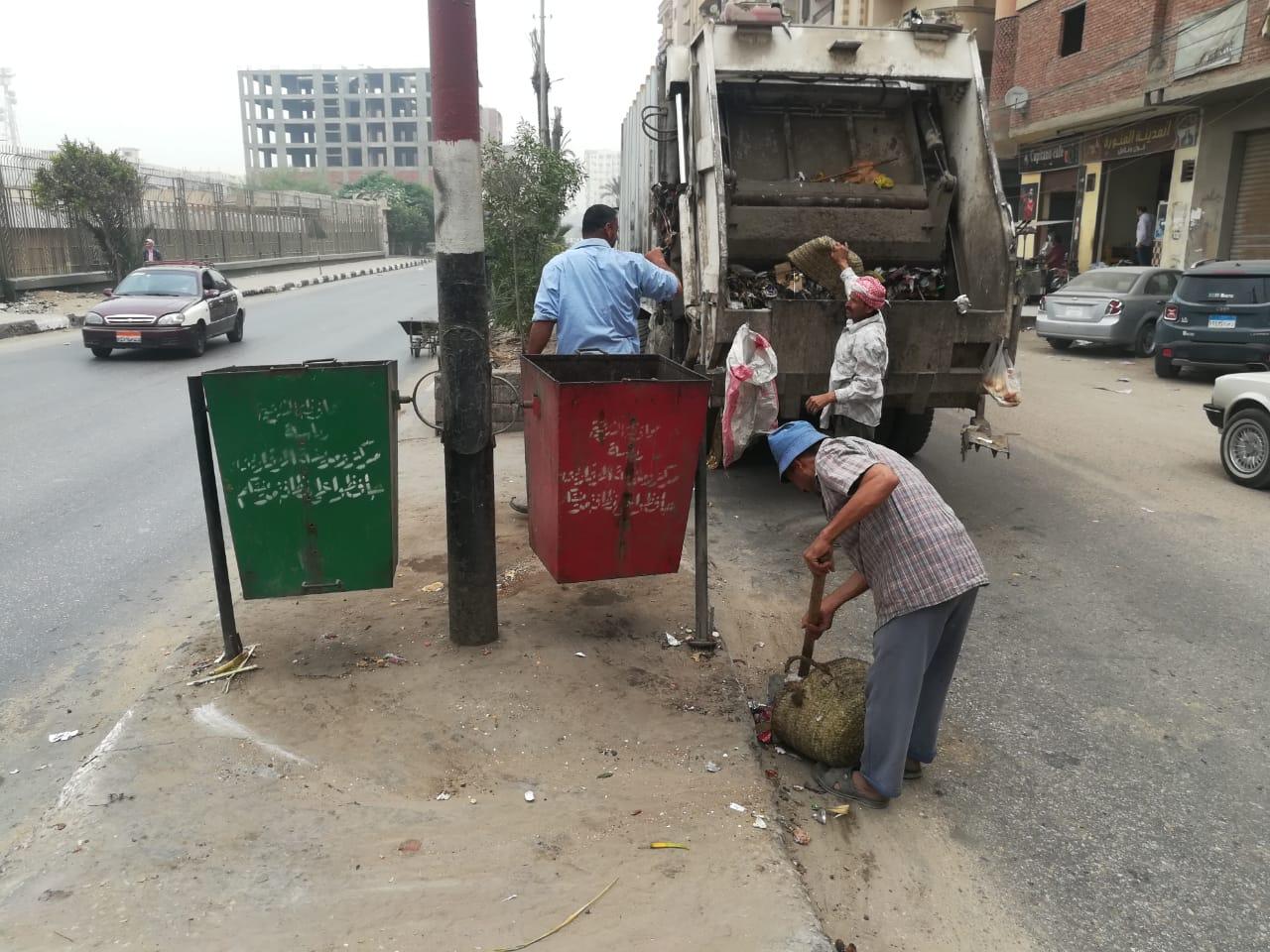 مركز ومدينة الزقازيق تواصل رفع القمامة وتجميل الشوارع