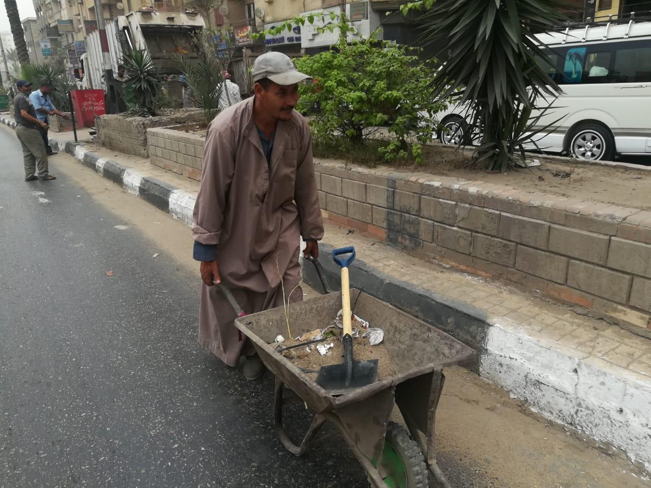 مركز ومدينة الزقازيق تواصل رفع القمامة وتجميل الشوارع3
