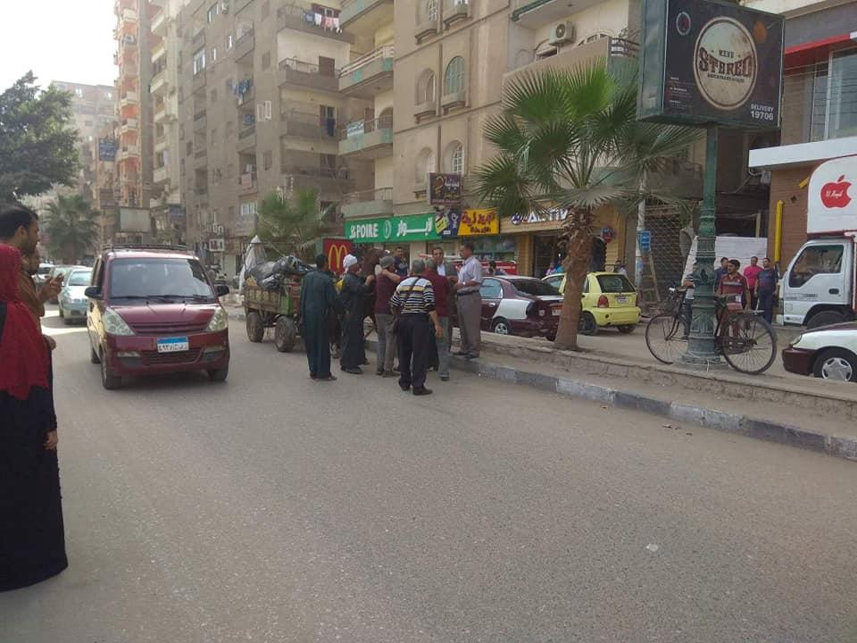 حي ثان الزقازيق يضبط أحد النباشين في الشوارع3
