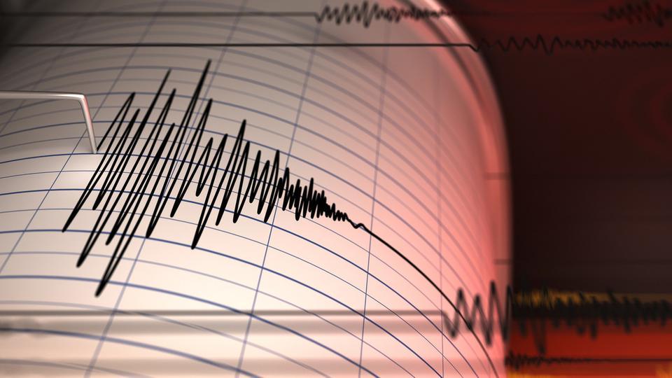 زلزال مفاجئ يضرب اليونان