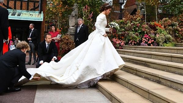 سعر فستان زفاف الأميرة أوجيني يصدم الجميع