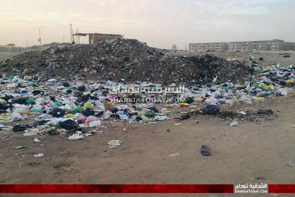 من تراكم القمامة في قرية الصوة بأبوحماد
