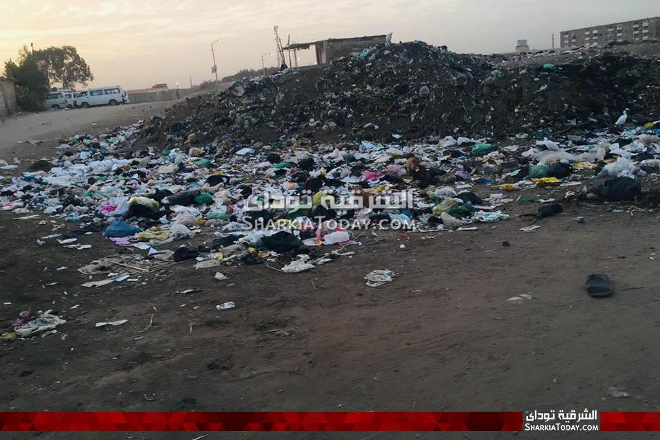من تراكم القمامة في قرية الصوة بأبوحماد3