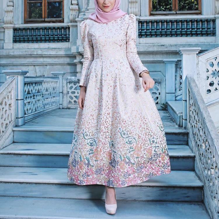 f1a0f683f0fb8 فساتين سوريه للمحجبات موضة 2019. فستان سوريه موضة 2019