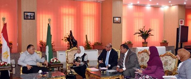 الدكتور ممدوح يجتمع مع مساعد الرئيس التنفيذى لتعزيز فرص الاستثمار بالمحافظة