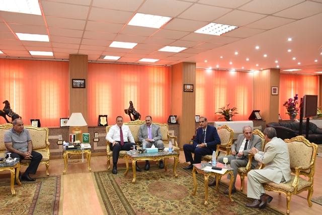 الشرقية يستقبل رئيس منظومة الشكاوى الحكومية بمجلس الوزراء2
