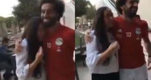 محمد صلاح يفاجئ فتاة من معجبيه وهذا رد فعلها