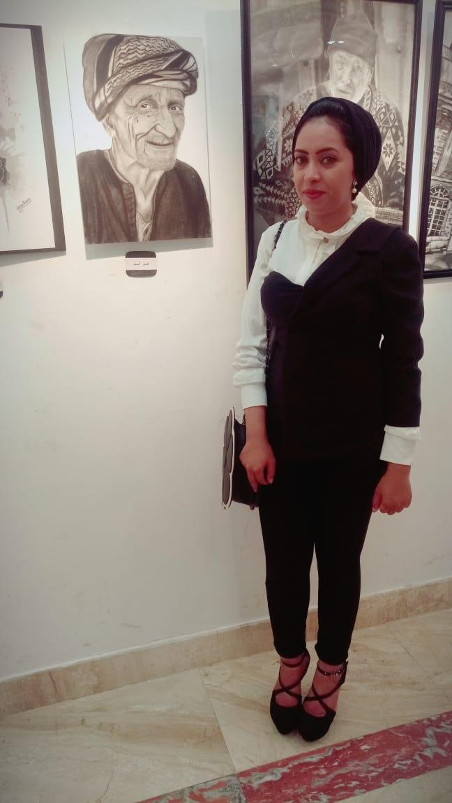 هدير فنانة شرقاوية تشارك في معرض بيكاسو للفنون وتتحول من «متدربة إلى مدربة»