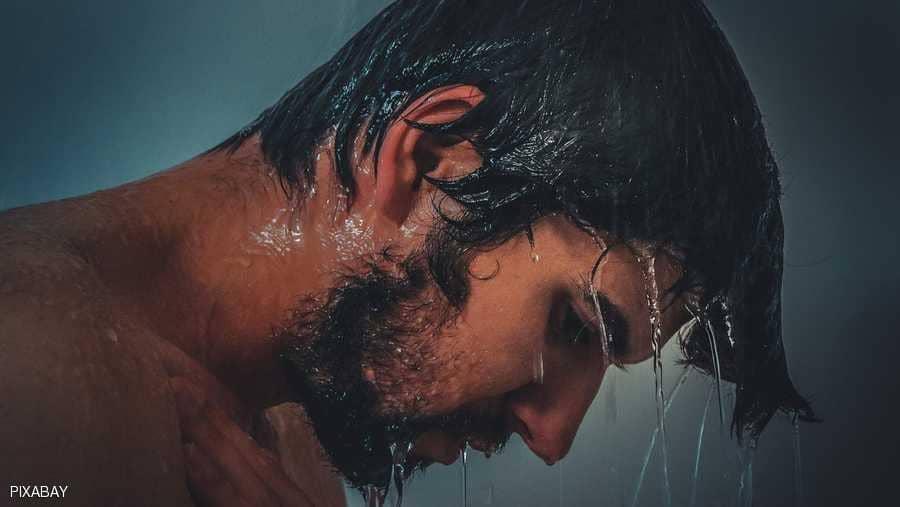 أخطاء خلال الاستحمام تدمر شعرك وبشرتك
