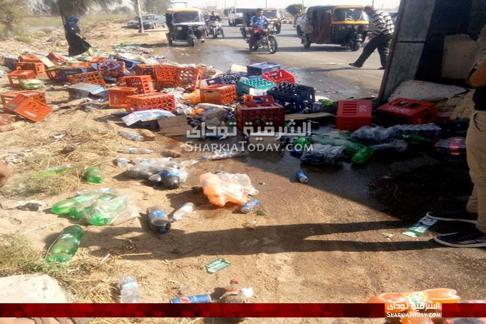 سيارة مُحملة بالمشروبات الغازية على طريق أبوحماد الزقازيق 4