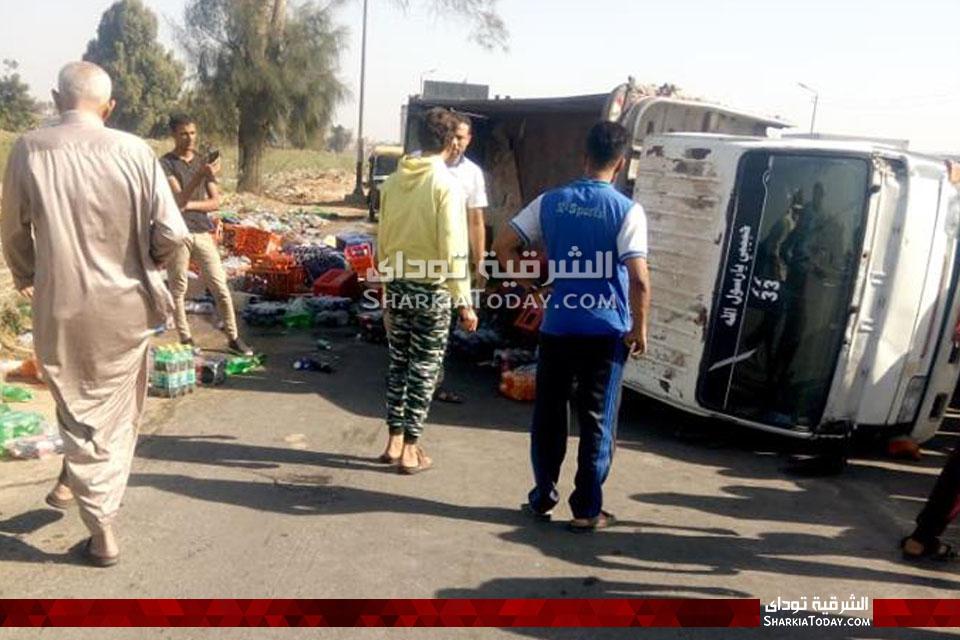 سيارة مُحملة بالمشروبات الغازية على طريق أبوحماد الزقازيق