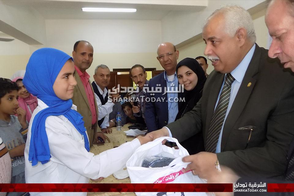 جفل خيري وتوزيع ملابس على أيتام مدرسة الخرافي بمنيا القمح